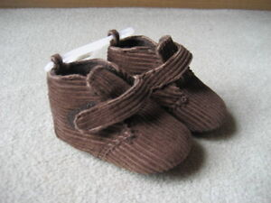 BRAND NEW BABY GAP BOOTIE - SIZE 6-12 MOS
