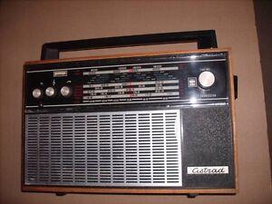 Astrad 1960's Vintage 8 Band/17 Transistor Shortwave Radio