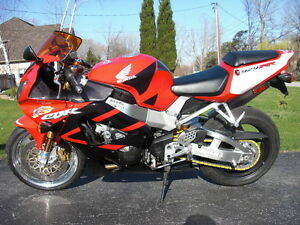 CBR929RR 2000-01 PARTING OUT COMPLETE BIKE INEXCELLENT CONDITION Windsor Region Ontario image 2
