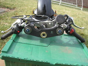 GSXR600 2008 ENGINE KIT AND COMPLETE FRONT END WITH ONLY 650KMS Windsor Region Ontario image 10