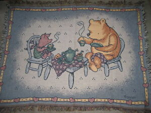 BRAND NEW - CLASSIC POOH JACQUARD THROW