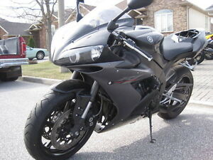 PARTING OUT 2005 YAMAHA R1 WITH 5500MI Windsor Region Ontario image 2