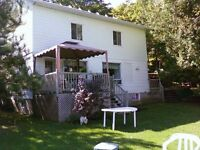 Chalet 5 chambres à louer au lac Noir à St-Jean-de-Matha 4 sais