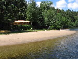 Chalet (grande roulotte) à louer situé au lac de l'Aigle
