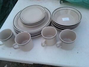 16 PEICE WHITE & GREEN TRIMMED DISH SET