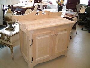 Bains antiques meubles dans grand montr al petites for Meuble rustique montreal