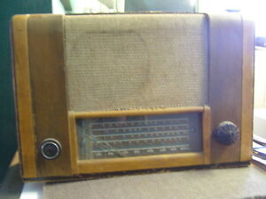 Phillips Tabletop Radio
