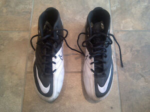 NIKE Mens Football Cleats (shoes). Size 11.5 $60