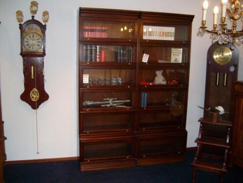 Antieke Boekenkast Mahonie.Mahonie Boekenkast Klok Dekenkist Mooi Kabinet Bureau Stoel