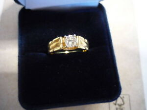 Gold Ring w/ Diamond - NEVER WORN