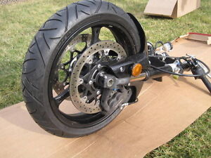 GSXR600 2008 ENGINE KIT AND COMPLETE FRONT END WITH ONLY 650KMS Windsor Region Ontario image 8