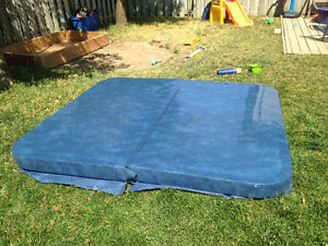"""7' x 6'4"""" Hot Tub Cover"""