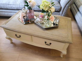 Chabby chic coffee table