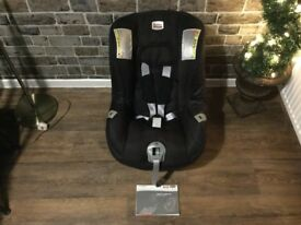 CHILDS CAR SEAT 9kg+