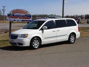 2012 CHRYSLER TOWN & COUNTRY***DVD***NAVIGATION***SUNROOF*