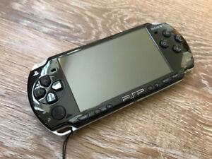 PSP - SLIM 2000 (CUSTOM FIRMWARE PLAYS FREE DOWNLOADABLE GAMES)