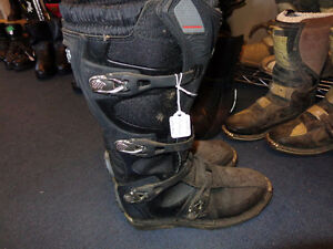 Fox motocross boots in size 11    recycledgear.ca