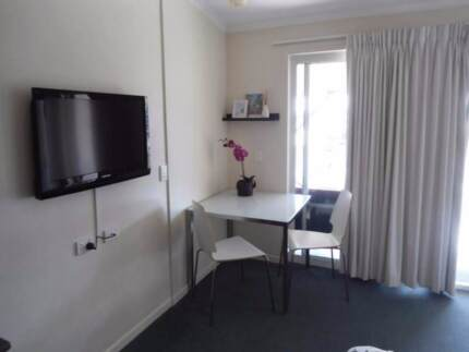 Fully furnished double bed studio, 10min walk to city