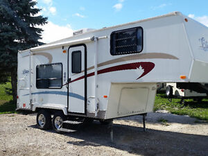 21.5 CITATION 5th Wheel in Excellent Condition Only 4200 Lbs.