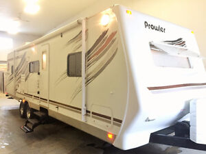 2008 Fleetwood Prowler Luxury Lite 2802BDS Bunk house Trailer.