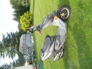 scooteur  a vendre AVEC pieces