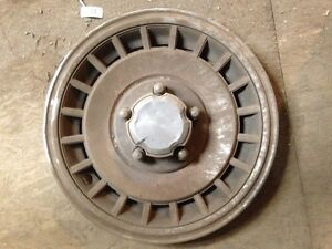 4 - Ford Hubcaps