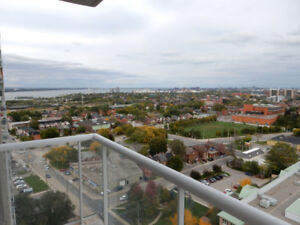 3 BDRM QUEEN STREET EXECUTIVE OPEN CONCEPT WITH  VIEW TO DIE FOR