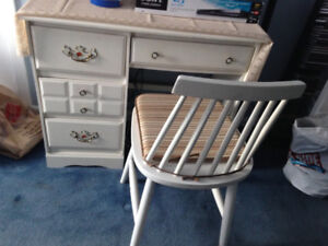 Charming white desk and chair