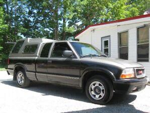 (PRIVATE SALE )  1998 GMC Sonoma SLS Pickup Truck