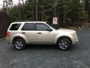 2011 Ford Escape XLT , New mvi ..