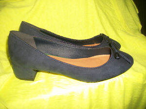 NEW SHOES  LADIES SIZE 7