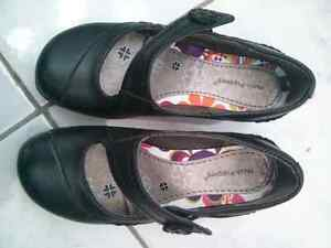 @ like new girls Hush Puppies dress leather shoes size 11.5