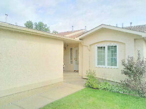 Wonderful Opportunity - Immaculate, many Features and Upgrades