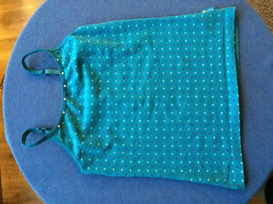 Size 7/8 tank with adjustable straps