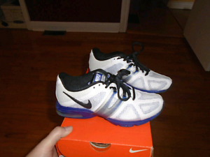 Size 5 nike woman  shoes