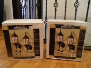 new in box outdoor twin pack of lights