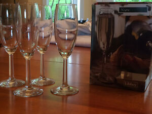 Libbey champagne flutes / Flutes a champagne