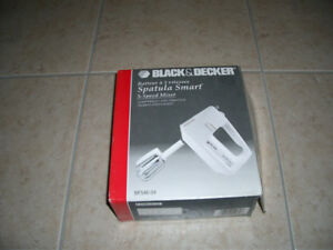 B & D Electric Mixer with 5 Speeds and Attached Spatula