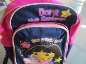 Sac à dos et valise de Dora
