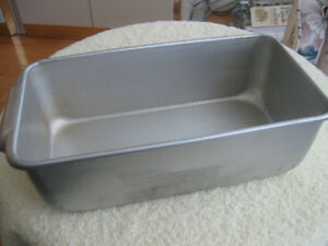 DEEP RECTANGULAR & VERY OLD ALUMINUM BAKING PAN