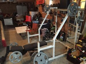 Squatt rack, bench press, bar olympique, curl bar