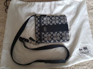 COACH Messager Crossbody in Siguarture