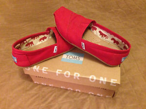Red Toms almost new size 5