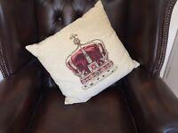 "18"" Evans Litchfield Queen Crown Throw Cushion"
