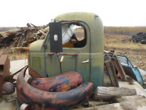 1940 REO CAB and Fenders