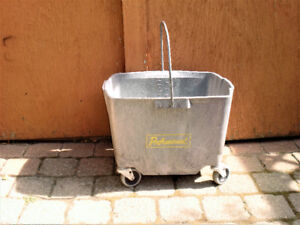 INDUSTRIAL WASH BUCKET ON WHEELS