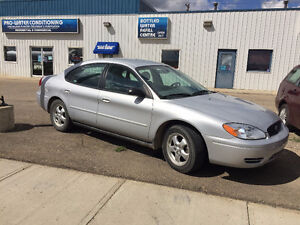 2006 Ford Taurus  **LOW KMS**