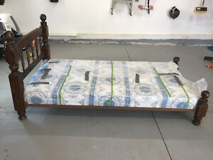 Twin Bedframe, rails and boxspring