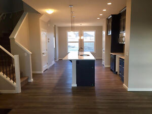 New house for rent in Heritage Hills Cochrane
