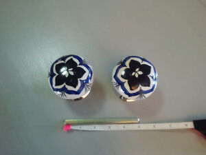 Painted Porcelain Door Knobs with Turning Rod